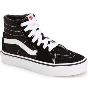 Vans - Black & White Sk8 Hi